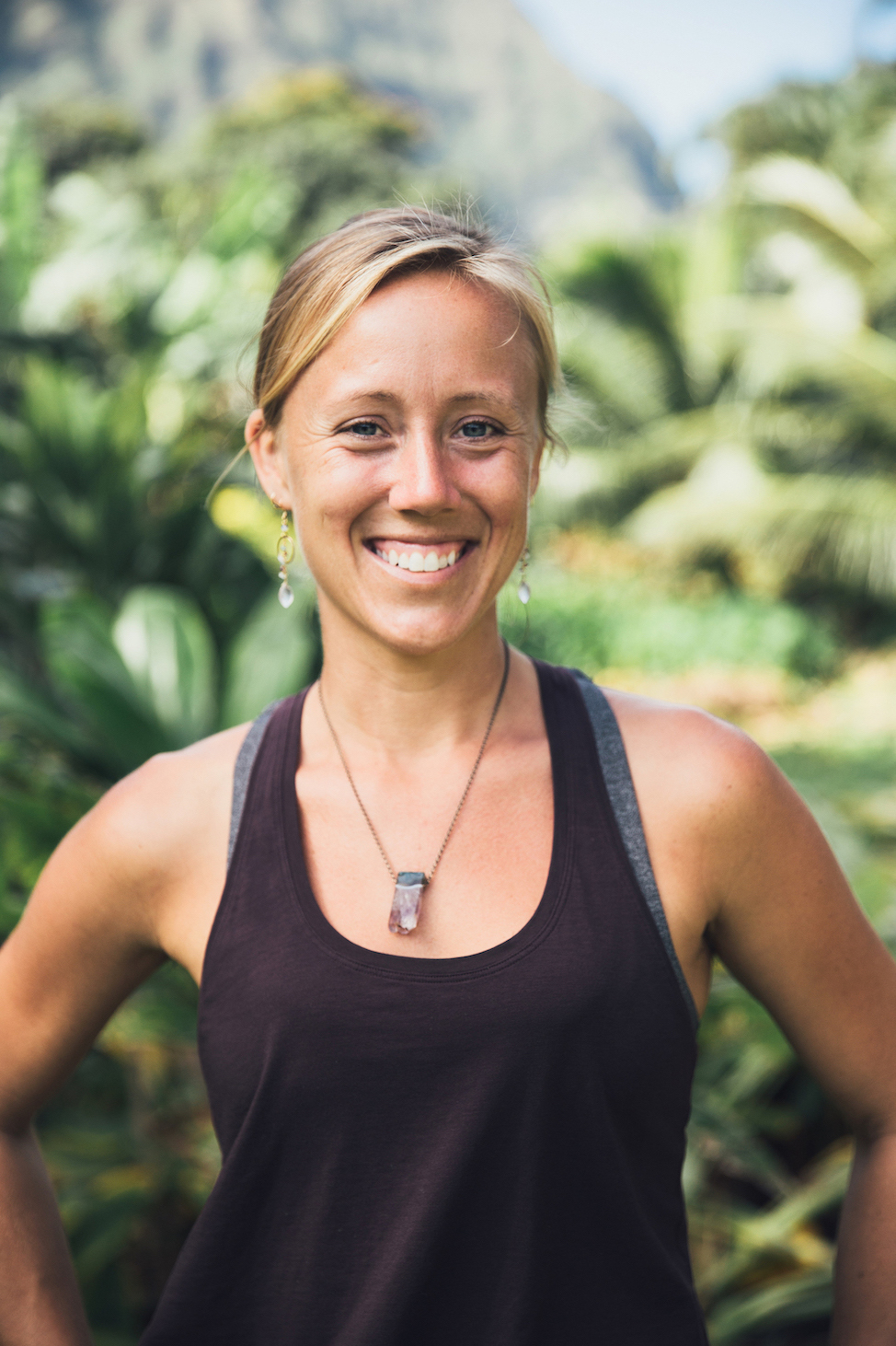 'Feel Alive & Thrive'  Yoga Flow  W/ Kelly Stern & Music By Paul Izak